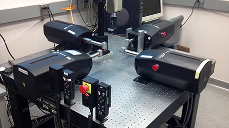 Photo of the Instron-Sacks planar biaxial soft tissue testing system at the Tissue Mechanics Laboratory at the University of Minnesota.